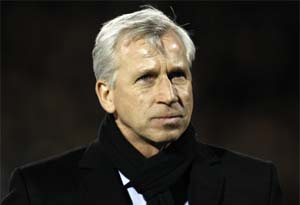 alan pardew wearing a scarf