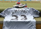 Newcastle_United_Foundation_Auction_2014_shola_FT-600