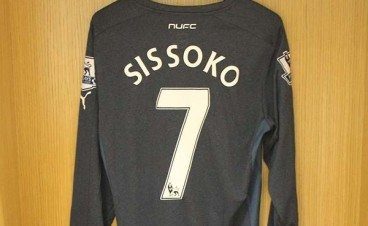 Newcastle_United_Foundation_Auction_2014_sissoko_FT-600