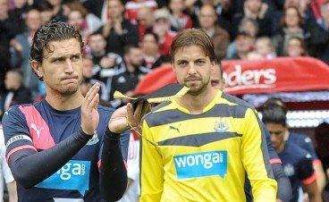 Daryl Janmaat Captain and Tim Krul Sheffield Utd 2015