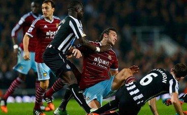 moussa-sissiko-andy-carroll-west-ham-newcastle-united-nufc-02-600x410