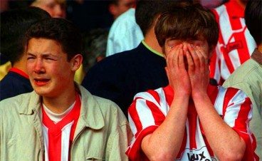"""Sunderland lose to Preston and Newcastle fan (wearing shirt) wins half-time crossbar challenge – How bad can it get…"""""""